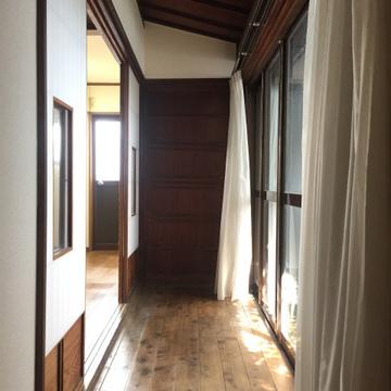 廊下部分。向こうは和室です