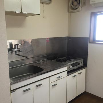 キッチンは広め。置き型コンロ