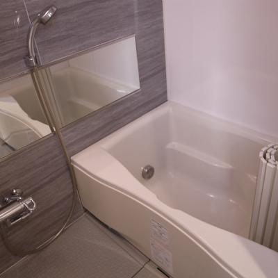 広めのバスルーム※写真は別部屋です。