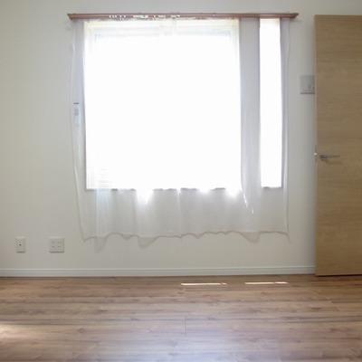 寝室も明るい!