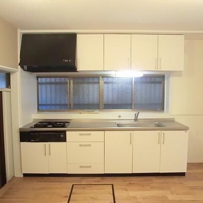 キッチンは3口ガスコンロ※写真は前回募集時のものです