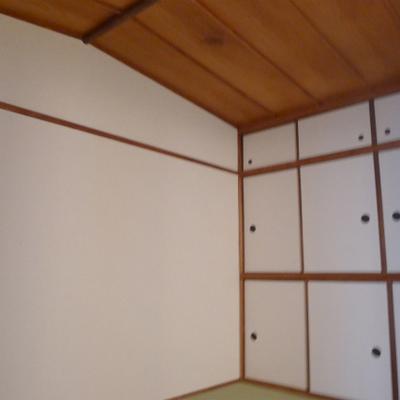 和室の天井は三角形です。珍しいです!