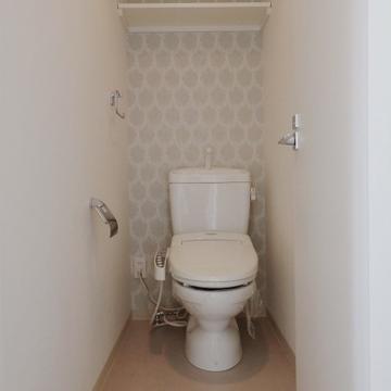 ウォシュレット付きトイレです(※写真は8階の反転間取り別部屋のものです)