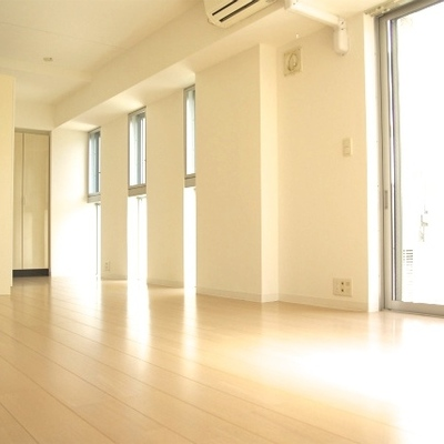 明るいお部屋。広々の1ルーム!
