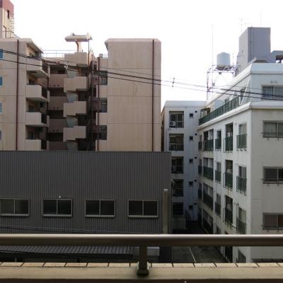 眺め、向かいのマンションですが、近接はしていません