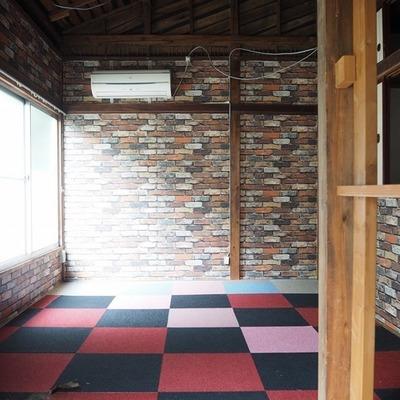 床が...どうやってこの部屋を変えていこうかな♪