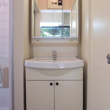 独立洗面台はピカピカです!