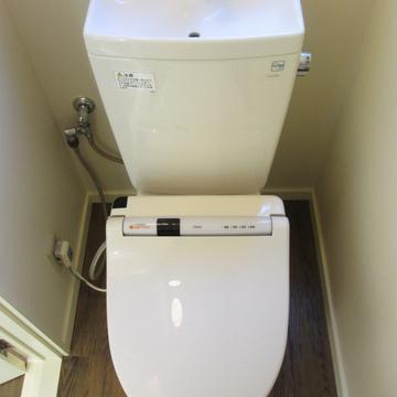 トイレはウォシュレット付きでございます。