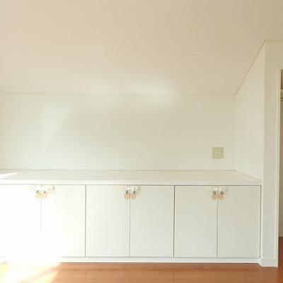 2階も収納ばっちり!簡単には開かない工夫も。小さいお子様がいても安心。