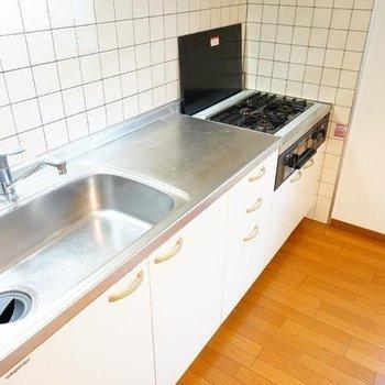 ゆったりキッチン!※写真は2階反転間取り別部屋のものです