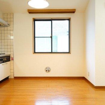 キッチン横にも窓が嬉しい◎※写真は2階反転間取り別部屋のものです