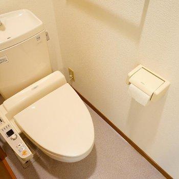トイレにはウォシュレット付き!※写真は2階反転間取り別部屋のものです