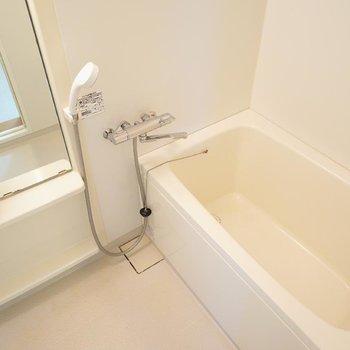お風呂もキレイです!※写真は2階反転間取り別部屋のものです