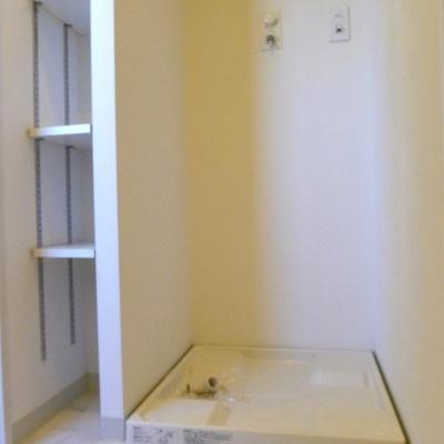 室内の洗濯機置き場です。