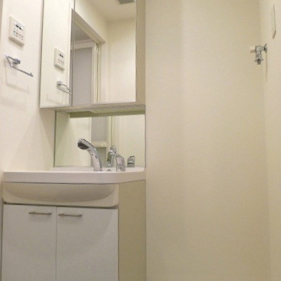 洗面所には洗濯機置き場もあり便利です。