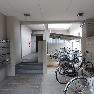 エントランス〜自転車置場