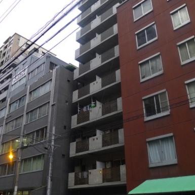 細長いワンフロア2部屋のマンションです。