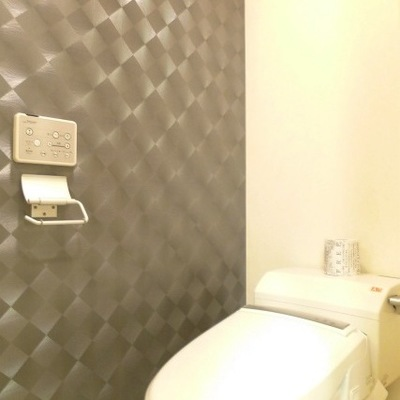 トイレの壁紙もこだわっています。