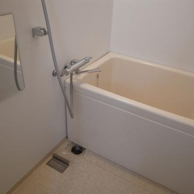 お風呂は若干レトロ感が残ります