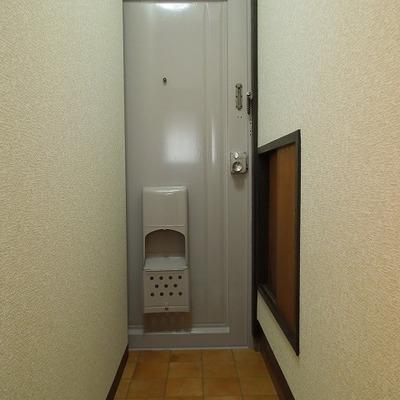 ちょっと変わった玄関ですね
