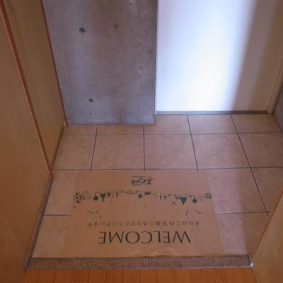 玄関※写真は別部屋です