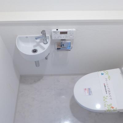 トイレは2箇所ありますよ。もちろんウォシュレット。