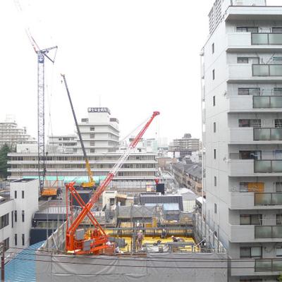 道路向かいは現在工事中です。