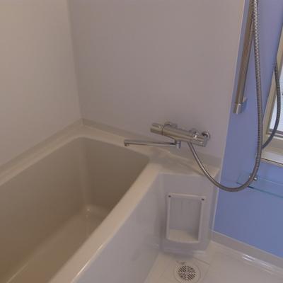 バスルーム。ブルーがキレイです。