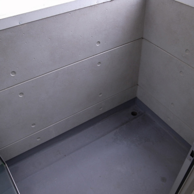 小さめのバルコニー※写真は別部屋です。