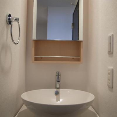 シンプルでお洒落な独立洗面台※写真は別部屋です。