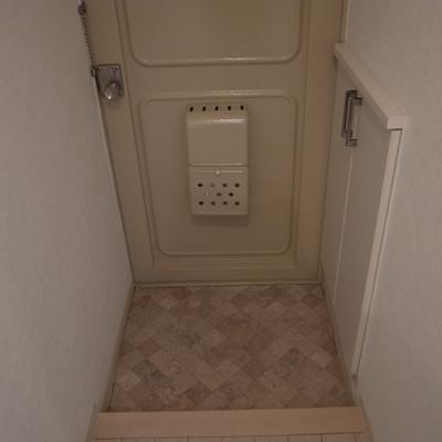 玄関。シューズボックスあり。※写真は別部屋です。