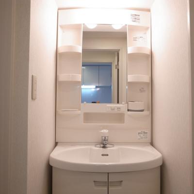 独立洗面台※写真は別部屋です。