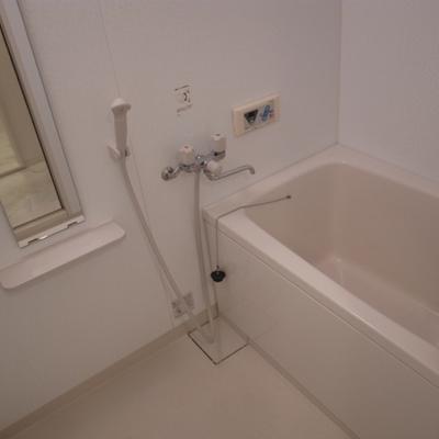 お風呂もきれいです※写真は別部屋です。