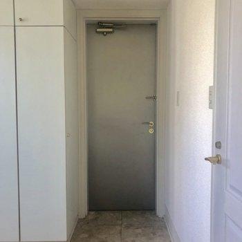 玄関もまるみがあって可愛いですね