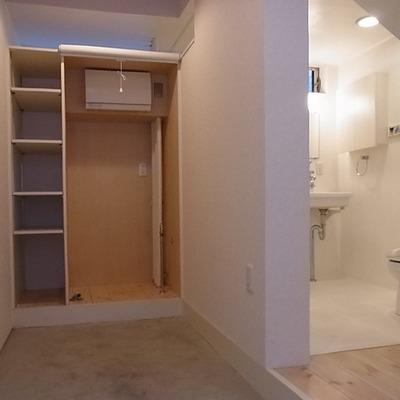 玄関すぐにシャワーは、便利かと※写真は別部屋
