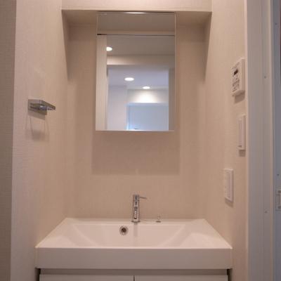 大きな独立洗面台※写真は別部屋です。