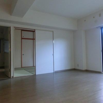 洋室と和室のともに部屋に収納ありです