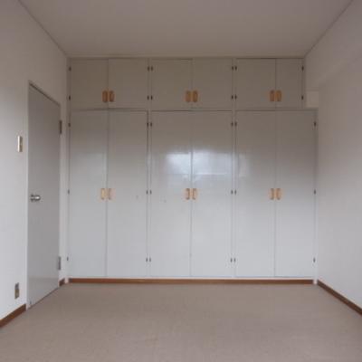 クローゼットのあるお部屋。クッションフロアは好みが分かますね