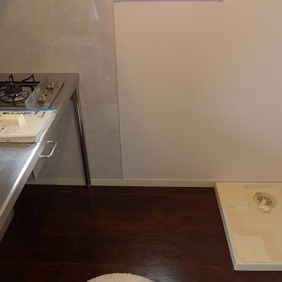 キッチンの後ろに洗濯機