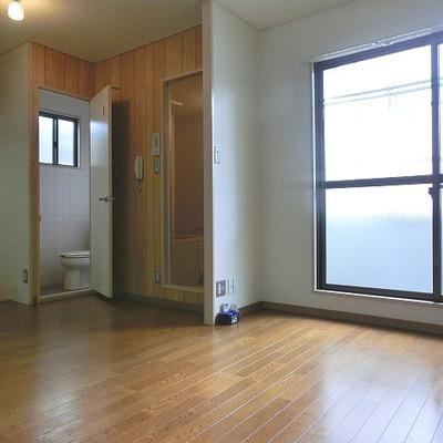 明るいお部屋です
