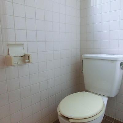 トイレに小窓があり明るいです