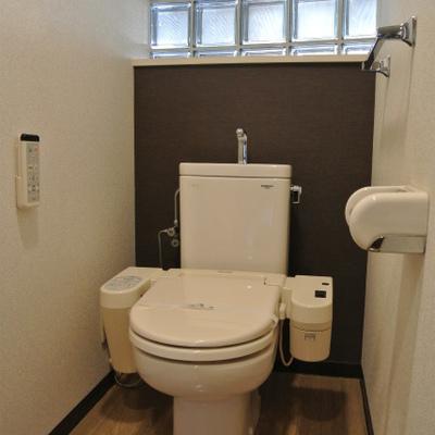 トイレはタイルガラス