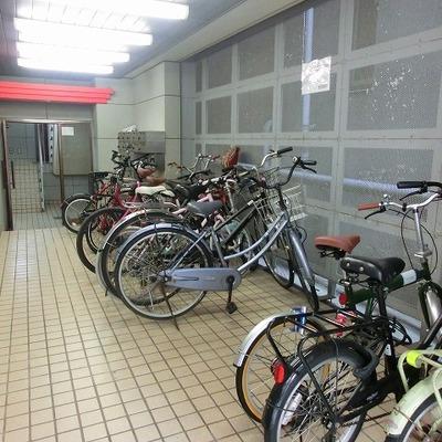 駐輪スペースもありますよ!