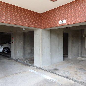 駐車場無料で付きます!