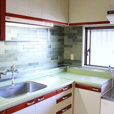 キッチンの色合いがかわいい!システムキッチンです