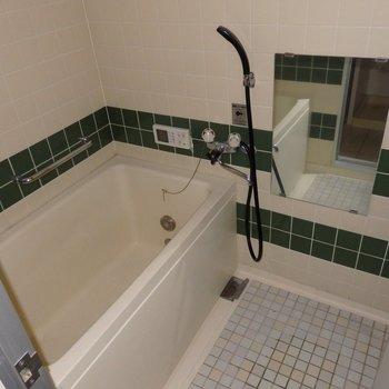 お風呂のタイルも可愛いですね