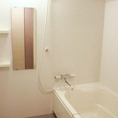 お風呂はコンパクトですが、トイレと別なのは嬉しい点