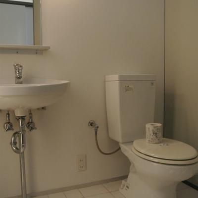 洗面台トイレは一緒※写真は前回掲載時のものです。