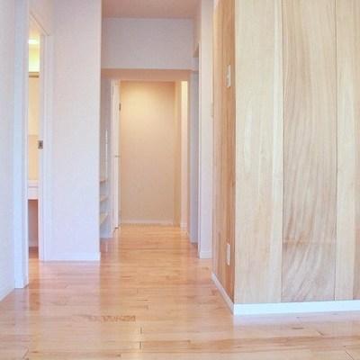 玄関に通じる廊下はこんな感じ