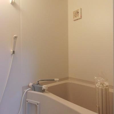 シンプルなお風呂ですが、お湯焚き機能あり!